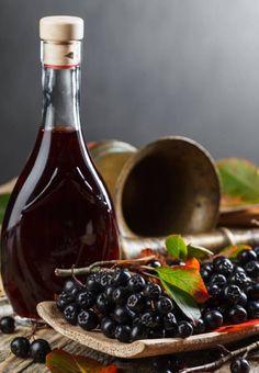 Nalewka z aronii bez gotowania - Nalewka z aronii - 3 sprawdzone przepisy Red Wine, Alcoholic Drinks, Food And Drink, Cooking, Recipes, Schnapps, Health And Beauty, Kitchen, Recipies