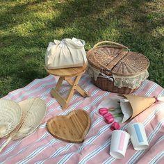 Nature Aesthetic, Summer Aesthetic, Aesthetic Food, Peach Aesthetic, Aesthetic Themes, Picnic Date, Summer Picnic, Comida Picnic, Ideias Diy