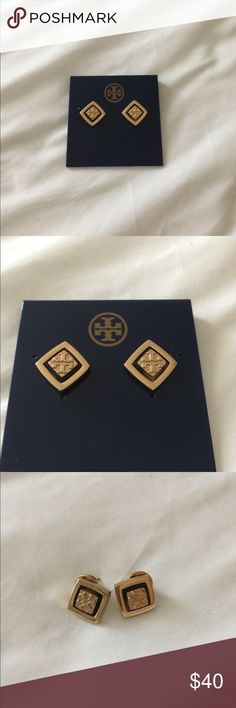 💫Authentic Tory burch stud earrings 100% authentic, used maybe once or twice then sat in jewelry box. Will come with original box and pouch. 🚫No trades Tory Burch Jewelry Earrings
