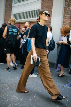 WWD's Kuba Dabrowski captured the best street style looks from Milan Fashion Week Spring/Summer Mode Outfits, Stylish Outfits, Fashion Outfits, Womens Fashion, Fashion Trends, Fashion Ideas, Classy Outfits, Ladies Fashion, Fashion Tips