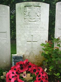 Wilfred Owen: His final resting place British Soldier, British Army, Aragon, Dulce Et Decorum Est, Well Known Poems, Wilfred Owen, Military Cross, Ww1 Soldiers, Peace