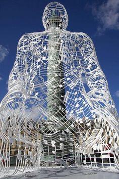 Esta es una instalación de arte en París, Francia