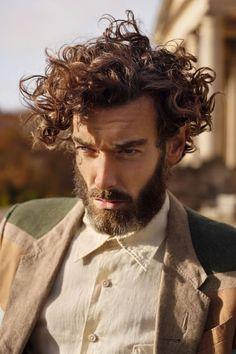 http://mens-hairstyles.com/tousled-curly-mens-hair/                                                                                                                                                      Mais