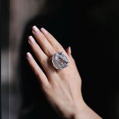 Jewelry and Decor from Brazil в Instagram: «Кольцо с геодом❗️Продано❗️ ▫️Основа: медный сплав с напылением серебра 1000к ▫️Стоимость:…» Druzy Ring, Rings, Jewelry, Jewellery Making, Ring, Jewerly, Jewlery, Jewelery, Jewelry Rings
