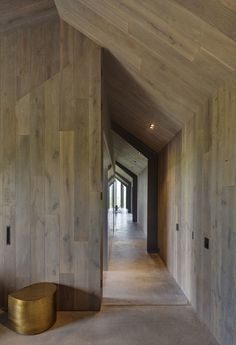 Atelier Andy Carson have designed a two bedroom modern guest house in Australia, that has simple farm shed like appearance, with a welcoming interior. Coastal Bedrooms, Coastal Living Rooms, Farm Shed, Tin Shed, Modern Barn House, Shed Homes, New Home Designs, House Plans, House Design