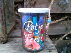 Potje Feest! Een Feestelijk potje met serpetines, Fluitje, kadostickers, labels en meer leuks.Leuk om geld bij in te doen als kadootje!