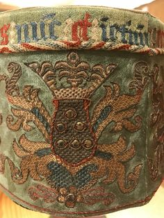 The weekend picture – Relic box from Vadstena St Bridget, Medieval Embroidery, Happy Weekend, Textile Art, Needlework, Decorative Boxes, Nerd, Textiles, Fun