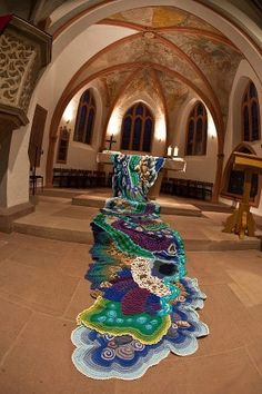 "This site is in German, but this lovely fiber art ""water"" project is gorgeous!"