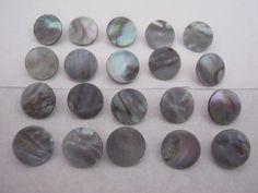 20 Stück Perlmutt.Knöpfe mit Öse,Grausilber mit regenbogenefeckt,Durchmesser ca.13 mm,Neu,Naturprodukt,Lübecker Knopfmanufaktur von Knopfshop auf Etsy