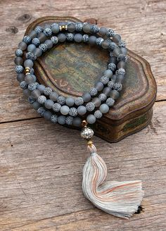 Beautiful agate gemstone mala necklace - look4treasures op Etsy, $64.95
