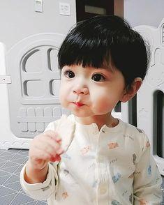 Baby Animals Super Cute, Cute Baby Boy, Cute Little Baby, Little Babies, Cute Kids, Cute Asian Babies, Korean Babies, Asian Kids, Dad Baby