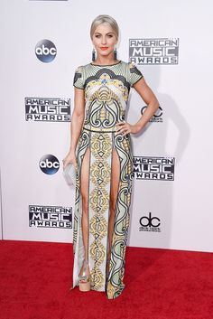 Julianne Hough on the American Music Awards red carpet. Click through to see all the best #AMAs looks!