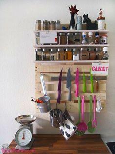 #Paletes de Madeira na decoração da cozinha #pallets #palletfurniture Veja mais: http://maispaletes.com/?p=1214