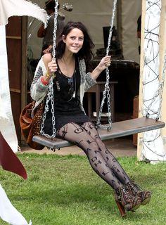 Kaya Scodelario at the Isle of Wight Festival in Henry Holland tights, June Kaya Scodelario, Fashion Tights, Tights Outfit, Net Fashion, Girl Fashion, Jared Jr, Patterned Tights, Stockings Lingerie, Nylons