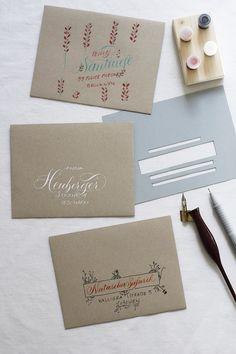 Kalligraphie-DIY: Kuverts beschriften Penmanship, Caligraphy, Blog, Bullet Journal, Place Card Holders, Diy Crafts, Make It Yourself, Writing, How To Make