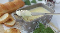 Плавленый сыр в домашних условиях — это вкус нашего детства, вкус бабушкиной деревни, вкус заботы, нежности и ласки. Сегодня я предложу вам интересный рецепт, который я позаимствовала у своей бабушки. Плавленый сыр можно использовать для бутербродов, для запекания, он подарит много оттенков своего вкуса вашему блюду, а главная его польза — это натуральность ингредиентов. Приступим? …