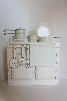 ★ miniature Aga cook stove - Rosamund Pilcher mentions this type of stove in her stories....