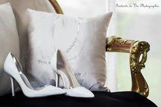 Reportage de mariage  Photos de détails : Les chaussures  Www.instantsdeviephotographie.fr Www.Facebook.com/instantsdeviephotographie