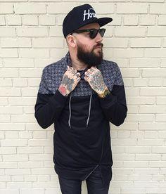 Protect Ya Neck #americanstitch #mitchellandness #nikerosherun #topmanstyle #mensstyle #mensfashion #mensstreetstyle #streetstyle #streetfashion #fashion #style #outfit #tattoos #beard #gqinsider