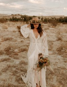 A monochrome color palette, desert inspired flowers, a fringe wedding dress and retro vibes- those are just the highlights from this rad wedding! Bridal Hat, Bridal Robes, Bridal Style, Fringe Wedding Dress, Fringe Dress, Wedding Dresses, 1970s Wedding Dress, Estilo Boho Chic, Bohemian Bride