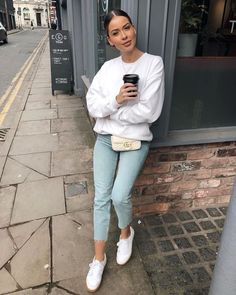 48 Elegant Outfit Ideas With Sneakers - Travel Outfits Sneaker Outfits, Sneakers Fashion Outfits, Sneakers Style, Looks Chic, Looks Style, Simple Outfits, Trendy Outfits, Work Outfits, Spring Outfits