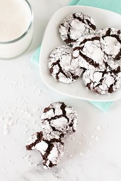 The classic chewy chocolate cookie, coated in powdered sugar and completely irresistible. Chocolate Crinkle Cookies, Chocolate Crinkles, Vegan Chocolate, Cake Cookies, Cookies Et Biscuits, Paleo Sweets, Vegan Gluten Free, Dairy Free, Gluten Free Cookies