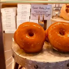 #donuts #doughnuts #food #breakfast #donas #doces #nashville #saturday Shop Displays, Donut Shop, Doughnuts, Junk Food, Food Videos, Nashville, Nom Nom, Bakery, Artisan