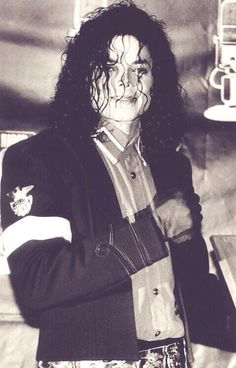 ´Michael Jackson - Cuteness in black and white ღ https://pt.pinterest.com/carlamartinsmj/