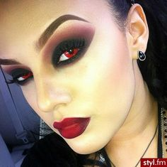 Halloween vampire make up idea. The red contacts complete the look. Halloween Inspo, Halloween Vampire, Halloween Looks, Halloween Cosplay, Vampire Costumes, Devil Halloween Costumes, Devil Costume, Easy Halloween, Maquillage Halloween Zombie