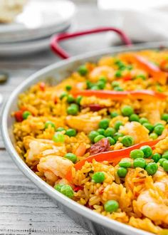 This Quick and Easy Paella recipe is easy enough for a weeknight meal, yet fancy enough to serve to dinner guests.Full of Spanish flair and amazingly tasty! Fish Recipes, Seafood Recipes, Chicken Recipes, Cooking Recipes, Healthy Recipes, Chicken Paella Recipe Easy, Crowd Recipes, Chicken Chorizo, Recipies