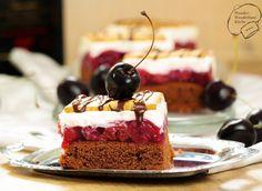 Kirsch-Butterkeks-Kuchen mit Puddingcreme / Schwarzwälder-Kirsch-Torte vom Blech mit Butterkeksen, Schokolade, eingedickten Kirschen und Pudding-Quark-Creme. Blechkuchen Kirschen Schokokuchen