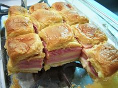 Hawaiian Baked Ham and Swiss Sandwiches WHAT YOU NEED: cup stick) butter, melted 1 tablespoon honey mustard 1 tablespoon minced dried onion 2 teaspoons Worcestershire sauce 15 King's Hawaiian rolls 1 pound thinly sliced ham About 10 slices Havarti cheese Rolled Sandwiches, Wrap Sandwiches, Delicious Sandwiches, Funeral Sandwiches, Slider Recipes, Sandwich Recipes, Sandwich Ideas, Appetizer Recipes, Dinner Recipes