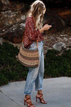 Estilo Boho: de verano a invierno - estilo casual - estilo urbano - estilo clasico - estilo natural - estilo boho - moda estilo - estilo femenino Look Hippie Chic, Estilo Hippie Chic, Hippy Chic Style, Hippie Style Summer, Style Boho, Bohemian Style Dresses, Mode Outfits, Fashion Outfits, Fashion Trends