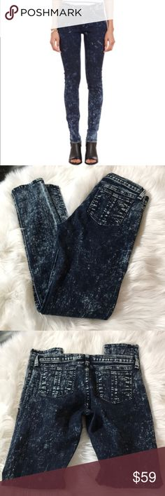 Rag and bone skinny jeans Great condition super cute Rag & bone skinny jeans size 27 inseam 30 rag & bone Jeans Skinny