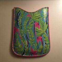 Lilly Pulitzer Blackberry Phone Case Lilly Pulitzer blackberry phone case gently used and in perfect condition! Lilly Pulitzer Accessories