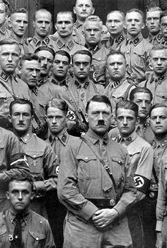 """Adolf Hitler in die """" Hitlerschule """" in Munchen - circa 1935"""