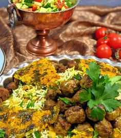 Kalam Polo Shirazi - Cabbage and rice pilaf with meatballs - The Caspian Chef Indian Dessert Recipes, Ethnic Recipes, Oriental Recipes, Beef Recipes, Cooking Recipes, Persian Rice, Cabbage Rice, Onion Tart, Canned Tomato Sauce