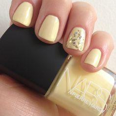 Pale yellow mani w grey sparkle
