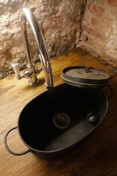 alter Topf als kleines Waschbecken