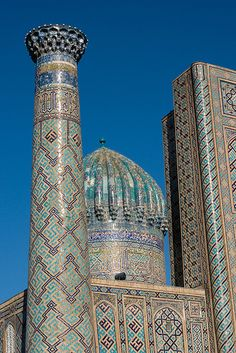 The Registan was the heart of the ancient city of Samarkand of the Timurid dynasty, now in Uzbekistan. The name Rēgistan means Sandy Place or Desert in Persian. Islamic Architecture, Amazing Architecture, Art And Architecture, Beautiful Mosques, Grand Mosque, Silk Road, Moorish, Central Asia, Brunei