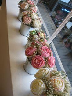 How to Make a Cupcake Bouquet - Castle Random Mini Cupcake Bouquets, Diy Cupcake, Flower Cupcakes, Wedding Cupcakes, Cupcake Cakes, Mini Cupcakes, Valentine Cupcakes, Mothers Day Cupcakes, Mothers Day Cake