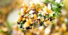 Il est carrément impossible de s'arrêter de manger cette salade de maïs!!! Biscuits, Salads, Vegetables, Desserts, Foods, Stop Eating, Meal, Cooking Food, Favorite Recipes