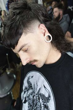 A mullet haircut has made a huge comeback recently. It has set off many modern male haircuts in mens fashion of From a short curly Mohawk to an edgy and hot long Asian haircut, there is a style for everybody. Mullet Fade, Mens Mullet, Curly Mullet, Mohawk Mullet, Asian Mullet, Short Mullet, Mullet Haircut, Asian Haircut, Mullet Hairstyle
