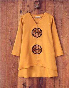 Reciclaje de ropa Batik Blazer, Blouse Batik, Batik Dress, Pakistani Dresses Casual, Pakistani Dress Design, Model Kebaya Modern, Kebaya Dress, Batik Fashion, Loose Shirts