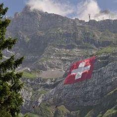 Pünktlich zum 1. August: XXL-Fahne prangt auf dem Säntis   Blick