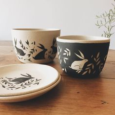 Ceramic Decor, Ceramic Pottery, Awesome Art, Cool Art, Glaze Paint, Kitchenware, Tableware, Happy Kitchen, Sgraffito