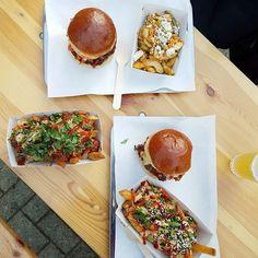 Op zo'n regenachtige druilerige  middag kan je er niets aan doen dat je gedachten afdwalen naar de burgers en frietjes van de Beef Chief. #TheBeefChief #Oedipus #CityguysNL #burgers #food #hamburger #burger #fries #foodporn #foodgasm #burgergram #burgerlove #Burgertime #burgerporn