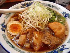 尾道ラーメン Japanese Noodles, Japanese Ramen, Japanese Dishes, Japanese Food, Ramen Restaurant, Asian Recipes, Ethnic Recipes, Tasty, Soups