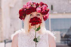 Couronne de fleurs fraîches - Fleurs: CL Artisan fleuriste - Robe: Manon Gontero Marseille - Crédit Photo: Laurent Brouzet - La Fiancée du Panda Blog Mariage et Lifestyle #flowers #flowerscrown