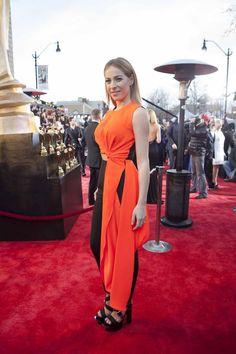Le tapis rouge du gala Artis robes et looks de stars (Marie-Mai, photo… Prom Dresses, Formal Dresses, Marie, Red Carpet, Cool Style, Wrap Dress, Fancy, Gowns, Style Inspiration